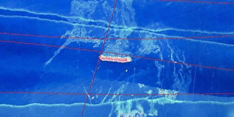 Mancha de óleo encontrado ao redor do navio Stellar Banner, após sofrer varação na costa do Maranhão